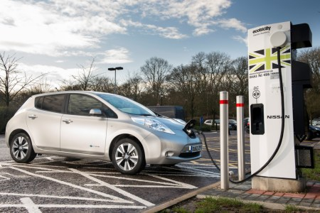 In the UK, the number of filling stations for electric vehicles has already exceeded the number of filling stations (9 300 vs 8 400)