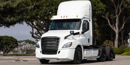 Freightliner начал поставки тестовых образцов электрогрузовика eCascadia