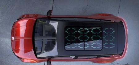 Хенрик Фискер показал крышу электрокроссовера Fisker Electric SUV с солнечной батареей и анонсировал выпуск еще двух электромобилей на той же платформе, одним из которых будет пикап