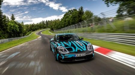 Porsche Taycan установил рекорд Нюрбургринга для четырехдверных электромобилей, проехав круг за 7 мин 42 сек [видео]