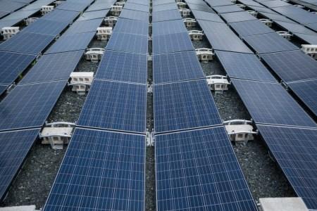 Walmart подала в суд на Tesla после возгорания солнечных панелей на крышах магазинов