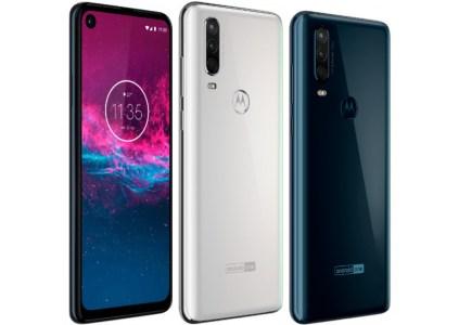 Смартфон Motorola One Action засветился на официальных рендерах, он получит дисплей с отверстием и тройную основную камеру