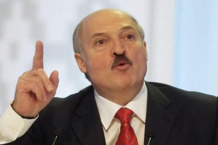 Президент Беларуси заявил, что Илон Маск подарил ему «электрическую машину Tesla»