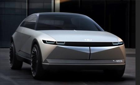 Концепт электромобиля Hyundai 45 получил ретро-дизайн, сдвижные двери и ковер на полу
