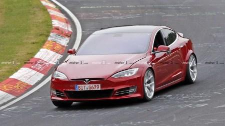 По неофициальным данным Tesla Model S уже побила рекорд Porsche Taycan на Нюрбургринге со временем 7:23, обойдя немецкий электромобиль почти на 20 секунд