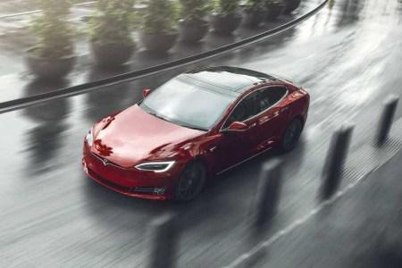Илон Маск: Через год мы выпустим новую платформу Tesla с тремя электродвигателями и скоростным режимом Plaid Mode, она будет доступна для Model S, X и Roadster (но не для Model 3 и Y)