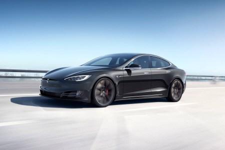 На этой неделе Tesla Model S попробует установить рекорд на трассе Нюрбургринг, в пилоты уже попросился чемпион F1 Нико Росберг