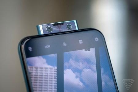 Смартфон Vivo V17 Pro получил выдвижной модуль с двойной камерой для автопортретов