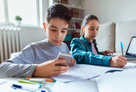 Меняя устои. Школа на Оболони сделала смартфоны неотъемлемой частью учебного процесса