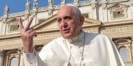 Папа Римский призвал проявлять осторожность при разработке технологий искусственного интеллекта. По его мнению, они способны «ввергнуть мир в варварство»