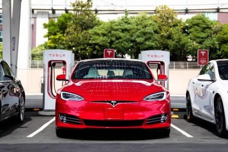 Электрокары Tesla вскоре могут получить аккумуляторы, которых хватит более чем на полтора миллиона километров пробега