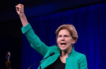 Кандидат в президенты США Элизабет Уоррен продемонстрировала, что Facebook разрешает политикам публиковать рекламные объявления с откровенной ложью