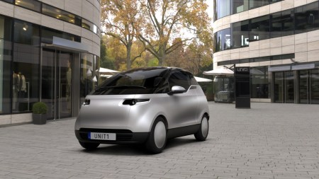 Uniti представила финальный дизайн дешевого городского электромобиля Uniti One. Базовая комплектация получила батарею, емкости которой хватит всего на 150 км пути