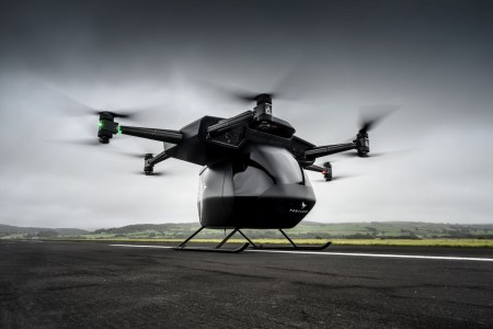 Грузовой электрический дрон Seraph, способный, согласно проекту, поднимать грузы массой до 250 кг, совершил первый полет