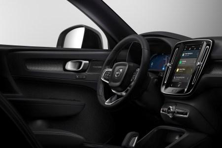 Электромобиль Volvo XC40 получит новую инфотейнмент систему на базе Android с беспроводным обновлением версий