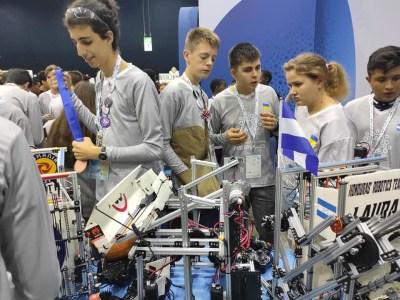 Українські школярі увійшли в топ-10 команд світу на міжнародній олімпіаді з робототехніки FIRST Global Challenge