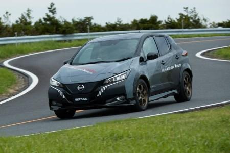 Nissan построил полноприводную версию электромобиля Leaf с двумя двигателями суммарной мощностью 227 кВт (680 Нм) и раздельным управлением тормозами