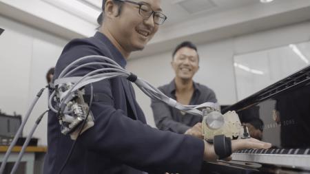 Исследовательское подразделение Sony представило систему, позволяющую в точности записывать и воспроизводить движения пальцев пианиста