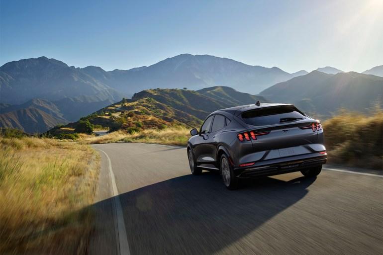 Электрокроссовер Ford Mustang Mach-E представлен официально: мощность до 465 л.с., батареи на 76/99 кВтч, запас хода до 600 км (WLTP), скоростная зарядка 150 кВт и пять версий от $44 тыс. и выше - ITC.ua