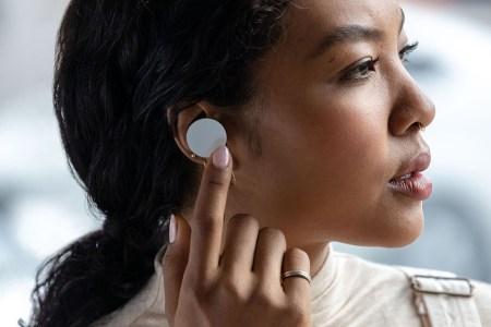 Microsoft отложила выпуск наушников Surface Earbuds до весны 2020 года