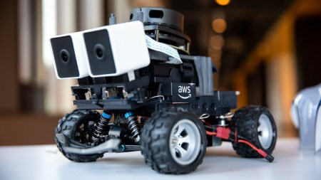Amazon представила новую версию беспилотной машинки DeepRacer
