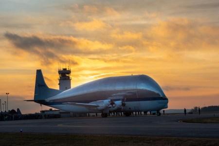 Гигантский самолет NASA Super Guppy доставил космический корабль Orion в Огайо для испытаний - ITC.ua