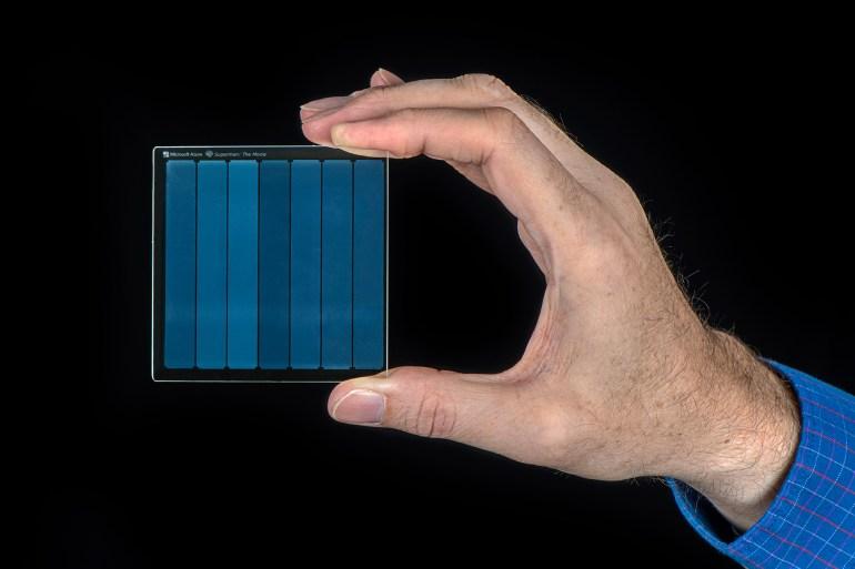 Project Silica. Microsoft записала фильм «Супермен» 1978 года на небольшой кварцевый «диск» объемом 75,6 ГБ