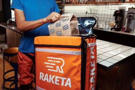 Сервис доставки еды Raketa начинает работу в Киеве