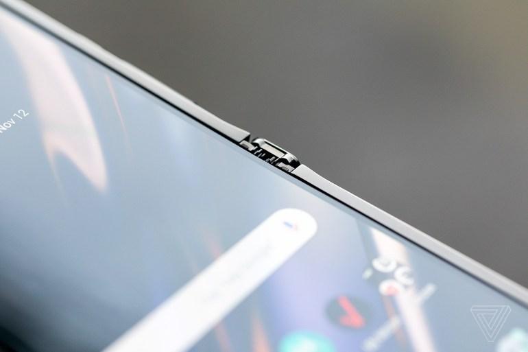 Возрождение легенды. Motorola представила раскладушку Razr 2019 со сгибаемым экраном