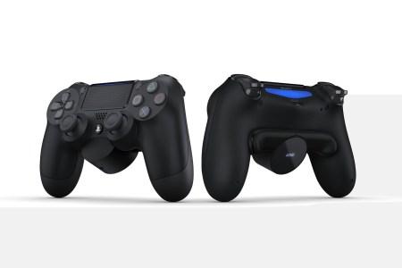 Sony представила «приставку» Back Button Attachment для DualShock 4, которая за $30 добавляет геймпаду пару настраиваемых кнопок (и OLED-экран)