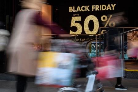 В «Чёрную пятницу» американцы оставили на онлайн-продажах рекордные $7,4 млрд, $2,9 млрд из которых – покупки со смартфонов