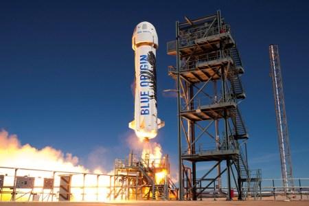 Blue Origin успешно запустила и вернула New Shepard во время 12-го испытательного полёта. Для капсулы это был 6-й запуск с возвращением на Землю