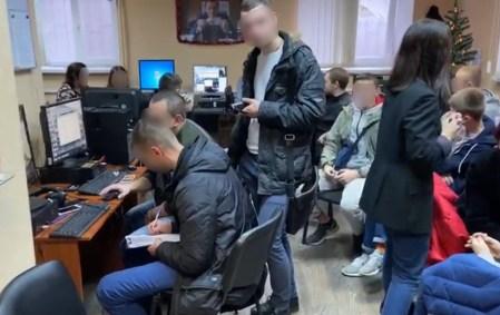 Киберполиция закрыла мошеннический call-центр со штатом 100 сотрудников, которые выманивали у украинцев данные банковских карт и похищали до 3 млн грн еженедельно