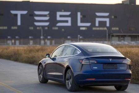 Китайские банки согласились выдать Tesla новый кредит на $1,29 млрд под самую низкую ставку, поставки Model 3 с шанхайской Gigafactory 3 начнутся 30 декабря