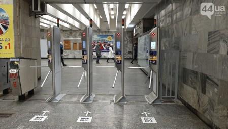 Киевское метро больше не будет прежним. В этом году заменят турникеты, которые «бьют» пассажиров