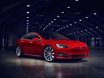 В обновлении прошивки Tesla нашли грядущие изменения для Model S и Model X