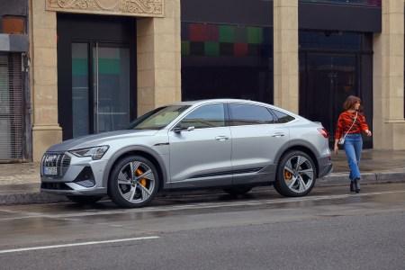 «Арья Старк» поет песню «Отпусти и забудь» из Frozen за рулем электрокроссовера Audi e-tron Sportback в рекламе для Супербоула [видео]