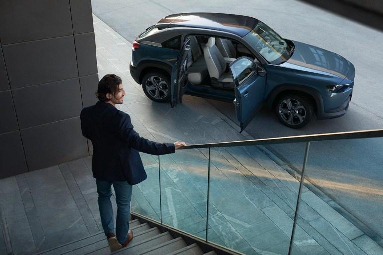 Mazda искусственно ограничила характеристики электродвигателя кроссовера Mazda MX-30, чтобы он вел себя на дороге как типичный ДВС-автомобиль