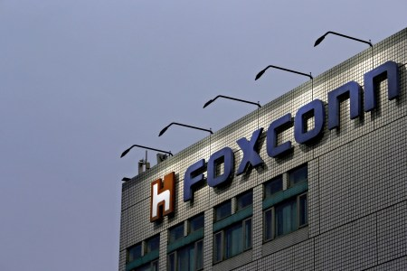 Foxconn, крупнейший сборщик iPhone, решил заняться созданием электромобилей. В этом ему поможет Fiat Chrysler Automobiles