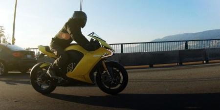 Damon Hypersport — электрический мотоцикл-трансформер с внушительным пробегом на одной зарядке и ИИ-системой помощи наезднику