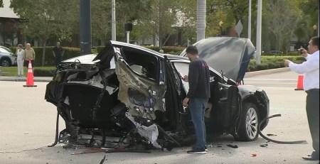 Tesla Model X разорвало на две части после того, как в него на скорости под 200 км/ч врезался Nissan GT-R (Никто не пострадал)