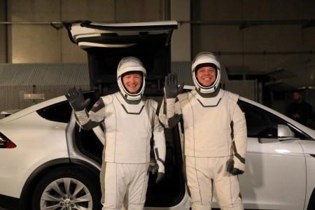 Электрокроссовер Tesla Model X стал официальным транспортом NASA для миссии SpaceX, он будет доставлять астронавтов на стартовую площадку