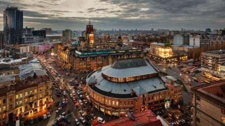 В Киеве на Бессарабке запускают пилотный проект «умной парковки», которая будет считывать номера авто, взимать оплату и выписывать штрафы