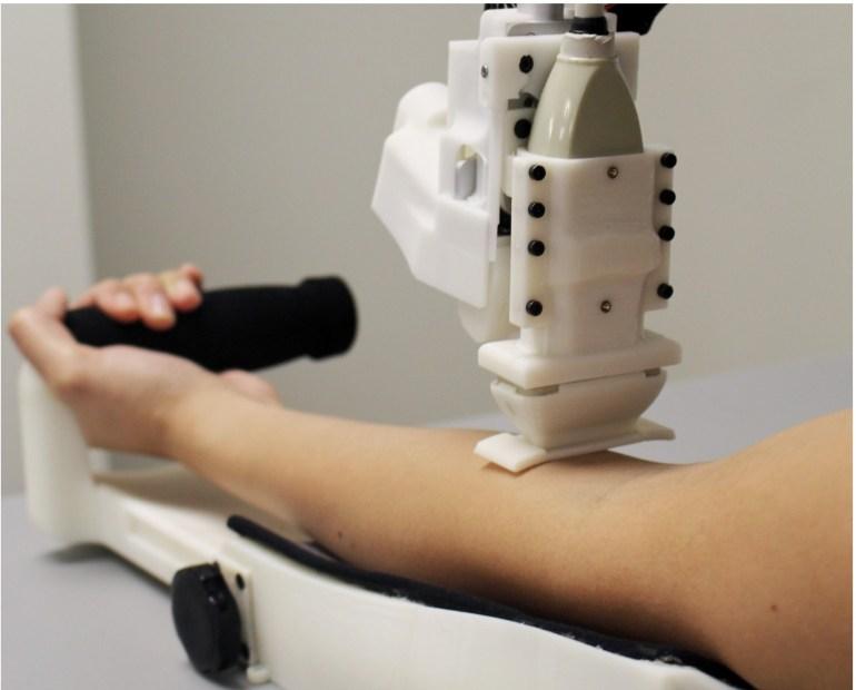 Разработан робот, который берет кровь из вены не менее эффективно, чем медработники