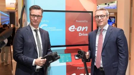 Инженеры компаний Volkswagen и E.ON превратили быструю зарядную станцию для электромобилей в сверхбыструю, оснастив ее собственной аккумуляторной системой