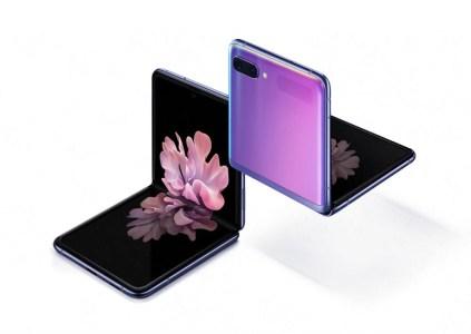 Тесты блогера JerryRigEverything показали, что защитное стекло Samsung Galaxy Z Flip не прочнее пластика и его можно поцарапать даже ногтем