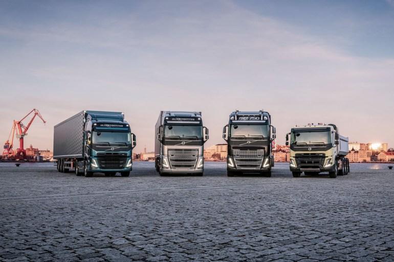 Volvo Trucks сняла пафосную рекламу, в которой башня из четырех грузовиков везет на себе руководителя компании [видео]