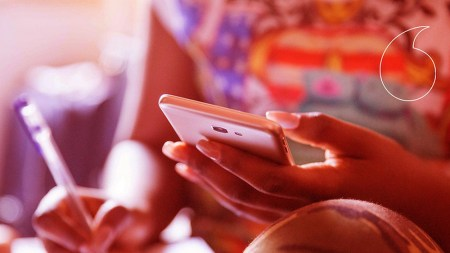 Мобильный оператор Vodafone Украина сделал бесплатным общение в мессенджерах и социалках на период карантина