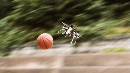 Швейцарские инженеры сыграли с оснащенным событийными камерами дроном в «вышибалу»
