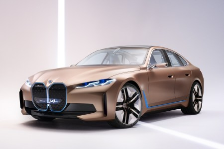 Немцы показали электрический седан BMW Concept i4 с мощностью 530 л.с., батареей 80 кВтч и запасом хода 600 км, серийная версия выйдет на рынок в 2021 году